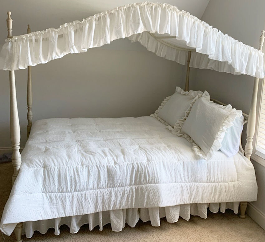Eyelet Canopy Bed Set